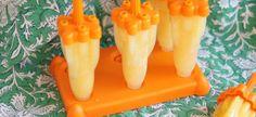 Sinaasappel-perzikijsjes (6-8 ijsjes) Sap van 3 sinaasappels 220 gram geschilde en ontpitte perzik vloeibare honing naar smaak Ook nodig: 6 rakket ijslolly vormpjes