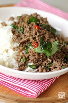 Boeuf haché au basilic thaï - Minced beef with thai basil Indian Food Recipes, Asian Recipes, Healthy Recipes, Mince Recipes, Cooking Recipes, Laos Food, Vegan Junk Food, Salty Foods, Fish And Meat