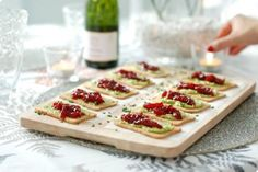 Toasted avocado and caramelized peppers No Cook Appetizers, Finger Food Appetizers, Brie, Madrid Food, Seafood Recipes, Cooking Recipes, Good Food, Yummy Food, Food Platters