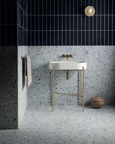 5 tendencias decorativas en baños que debes conocer para 2021 - Decoración, DIY e ideas para decorar con vinilos Mandarin Stone, Terrazo, Basin, Bar Stools, Tiles, Blue, Furniture, Beautiful, Instagram