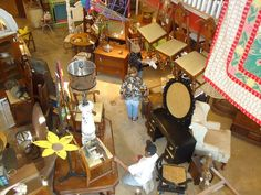 At Flea Market To Fabulous, your options are limited only by your imagination! Find out why so many are living green with antique, vintage, and repurposed decor! Stop by the shop at the corner of Spring and Lawrence in Springfield, Ill. and find out why we choose to Live GREEN!