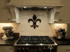 The fleur-de-lis is a stylized lily that is used as a decorative design or symbol. Check these beautiful Fleur De Lis Home Decor Ideas. New Kitchen, Kitchen Decor, Kitchen Ideas, Kitchen Mirrors, Paris Kitchen, Kitchen Walls, Wrought Iron Wall Decor, Diy Home, Home Decor