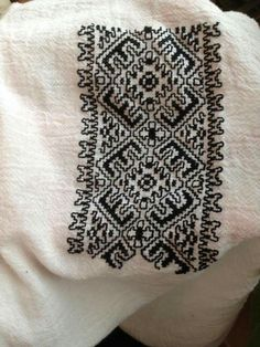 Model f f Folk Embroidery, Moldova, Bulgaria, Cross Stitching, Diy And Crafts, Projects To Try, Traditional, Tattoos, Inspiration