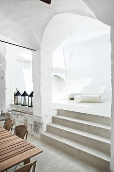 Modern Meets Ancient in a Renovated Italian Vacation Home Published as: Made in House . The acclaimed Italian designers Ludovica+Roberto Palomba carve a serene retreat out of a oil mill in Salento, filling it with custom creations and their greatest hits. Italian Home, Italian Villa, Italian Summer, Italian Beach, Home Interior, Interior And Exterior, Arch Interior, Luxury Interior, Modern Interior