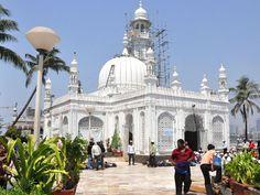 Haji Ali Dargah, Mughal Paintings, Beautiful Mosques, Indian Heritage, Islamic Pictures, Guinness, Mumbai, Taj Mahal, Louvre