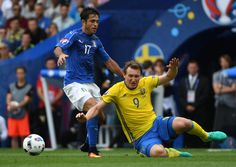 Italy's forward Citadin Martins Eder (L) vies with Sweden's midfielder Kim Kallstrom during the Euro 2016 group E football match between Italy and Sweden at the Stadium Municipal in Toulouse on June 17, 2016.  / AFP / PASCAL GUYOT