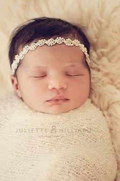 Beautiful baby photo. I️ love her headband.