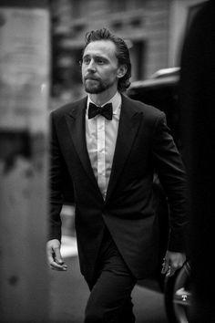 Tom Hiddleston Loki, Thomas William Hiddleston, Chris Hemsworth, Batman Begins, Men's Toms, Man Thing Marvel, Marvel Actors, Loki Laufeyson, Natalie Portman