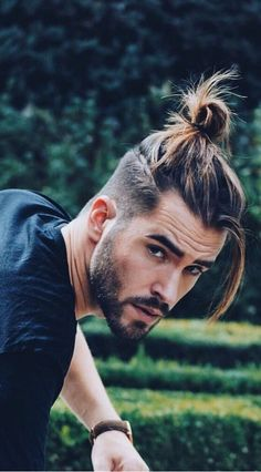 17 Latest Ponytail Hairstyle For Men - Men's Hairstyle 2019 - Easy Men's Hairstyles hombres color corto hombre corto mujer largo hombre rojo rubio Mens Ponytail Hairstyles, Man Ponytail, Mens Hairstyles With Beard, Cool Hairstyles For Men, Haircuts For Men, Men's Hairstyles, Man Hair Bun, Trending Hairstyles, Hairstyle Ideas