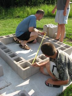 Outdoor Brick Oven / Laying the block frame.