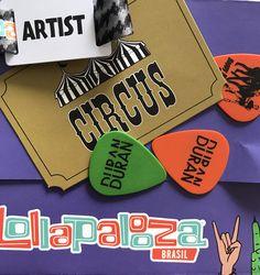 Voltando ao ritmo por aqui depois de uma das experiências mais incríveis da nossa trajetória de salão 🙏🏻 Muita gente pediu mais fotos, então vamos selecionar as melhores (das centenas que fizemos) pra em breve mostrar pra vocês o que rolou nos bastidores do festival Lollapalooza ❤ De lembrança ficaram as palhetas do Duran Duran e uma felicidade imensa no ❤ Bora pra mais uma semana incrível? 🙌🏻🎪 #circushair #lollabr #circusnololla2017 #duranduran #lollapaloozabr #circus