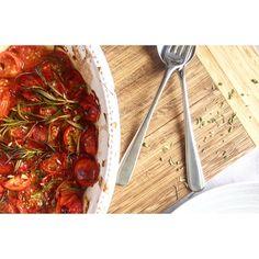 Tomate cherry no forno  http://mybabyblueblogg.blogspot.pt/2017/06/tomate-cherry-no-forno.html