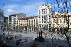 la viva ed eclettica Plaza Santa Ana