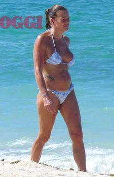Babe bikini pic thong