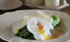 Asparagus, soft boiled eggs and Parmesan. The perfect breakfast! Vegetarian Roast, Vegetarian Recipes, Beer Recipes, Gourmet Recipes, Yummy Recipes, Homemade Sausage Rolls, Parmesan Recipes, Soft Boiled Eggs, Food Club
