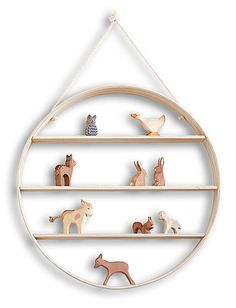 I love this idea for storing these little figures (wouldn't mind adding a few of these animals to my collection either) but could not find it on the link provided.  Need to just be on the watch for a wood circle to make my own.