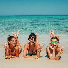 Pin de chachee lumpkin en summer beach photography, beach photos y beach pi Photo Summer, Summer Photos, Summer Beach, Summer Vibes, Beach Fun, Photos Bff, Best Friend Pictures, Tumblr Beach Photos, Cute Beach Pictures