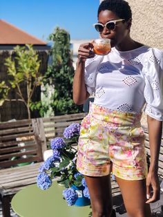You can find basic summer shorts anywhere but I guess you prefer to shop pieces that you don't find in every shops, don't you? From hot pants to culottes, I rounded up some of the best summer shorts on trend that are anything but basic.  . . #shortstrends2020 #tallfashion #tallfashionblog #chicshorts #shortsoutfits #summerstyle #shortstrends