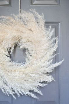 Pampas Grass Wreath  3 easy steps and only $1 to make this wreath! An easy Mother's Day DIY.