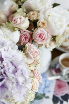 CLASSIC FLORAL DETAIL GOODHOMES MAGAZINE SEPTEMBER 2012 STYLING EMMA CLAYTON PHOTOGRAPHY JOANNA HENDERSON