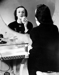 Ann Dvorak Susan Hayward, Pre Code, Dance Instructor, Silent Film Stars, Vintage Vanity, Classic Films, Cleopatra, Old Hollywood, Her Style