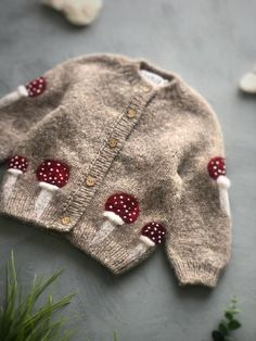 Knitting For Kids, Baby Knitting Patterns, Baby Boy Outfits, Kids Outfits, Little Doll, Baby Sweaters, Kind Mode, Knit Cardigan, Doll Clothes