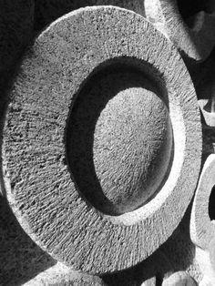 KELTSKÝ KŘÍŽ - materiál: žula, rozměry:180x95x25cm