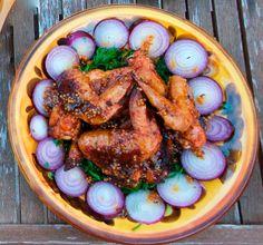 Куриные крылышки в медово-горчичном соусе. Если любите поострее, то можно на стадии маринования добавить кайенского перчика. Это ооочень вкусно. Соседи попробовали и теперь только так и готовят