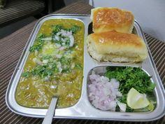 Pav Bhaji Recipe from BonGong Boiled Cabbage, Pav Bhaji Masala, Maharashtrian Recipes, Bhaji Recipe, Indian Snacks, Pressure Cooking, Asian, Palak Paneer, Kitchens
