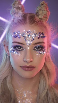 Make Up; Make Up Looks; Make Up Augen; Make Up Prom;Make Up Face; Festival Eye Makeup, Festival Makeup Glitter, Festival Hair, Festival Outfits, Halloween Makeup Glitter, Festival Gems, Gem Makeup, Jewel Makeup, Rave Makeup