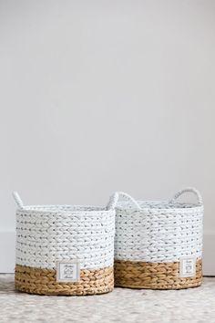Basket homme Korb und Kiste A Basket permanente pe - basketcrate Rope Basket, Basket Bag, Basket Weaving, Painted Baskets, Wicker Baskets, Woven Baskets, Rustic Baskets, Wicker Purse, Wicker Planter