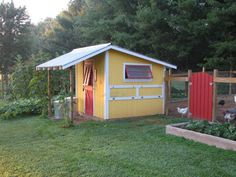 I adore yellow! The awning on the front and the way the windows open are great degin details - very functional. make tyellow wood chicken house