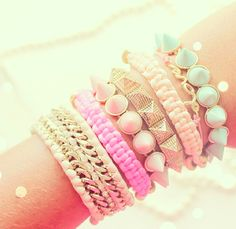 Pastel bracelets to go with the perfect floral outfit<3<3