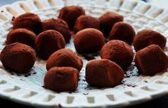 Trøfler af hvid chokolade, rom og marcipan