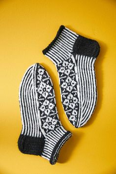 Knitting Socks, Handicraft, Stuff To Do, Knitting Patterns, Winter Hats, Crochet, Handmade, Crafts, Haku