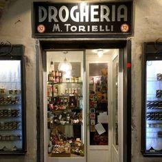 Drogheria Torielli, via di San Bernardo, Genova