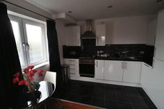 Union Road 30 min from Uni 895 pcm Property For Rent, Find Property, Bristol Houses, Uni, Bungalow, Home Decor, Homemade Home Decor, Decoration Home, Room Decor