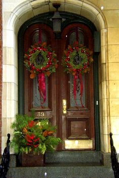 beautiful holiday entry ~ Visit jeanbrookslandscapes.com