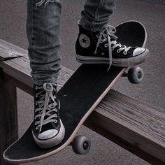 Gray Aesthetic, Black Aesthetic Wallpaper, Black And White Aesthetic, Aesthetic Grunge, Aesthetic Photo, Aesthetic Pictures, Skateboard Photos, Mode Grunge, Skate Girl