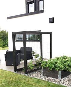 Small House Garden, Small Backyard Gardens, Backyard Garden Design, Vegetable Garden Design, Backyard Pergola, Outdoor Gardens, Patio, Side Garden, Lawn And Garden