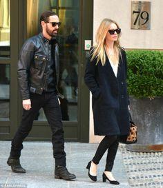 black coat - Kate Bosworth streetstyle