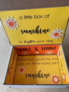 This sunshine care package is full of yellow items and is decorated with yellow and orange papers and sunshine sayings. Diy Best Friend Gifts, Presents For Best Friends, Birthday Gifts For Best Friend, Bff Gifts, Diy Presents, Sister Gifts, Cute Birthday Gift, Diy Birthday Box, Birthday Presents