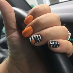 Let us take the drive by ourselves and look through the collection of 50 autumn gel nail art designs & ideas of 2018, these fall nails are worth trying in the season of autumn, they are amazing and are worth trying for sure. Here we go!