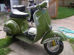 My hubby would love it Motor Scooters, Vespa Scooters, Vintage Vespa, Vintage Cars, Foto Vespa, Vespa Px 125, Classic Vespa, Italian Scooter, Piaggio Vespa