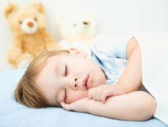 Что делать, если ребенок не спит в своей кроватке