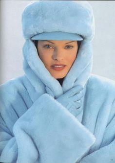 Linda Evangelista in Baby Blue Fur — A Winter Style Dream. Linda Evangelista, Photo Bleu, Kei Visual, Bleu Pale, Pierre Turquoise, Color Celeste, Fabulous Furs, Cooler Look, Fancy