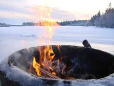 Warm sole boots and a small campfire in the winter snow = a good day Winter Pictures, Free Pictures, Winter Project, Lake Life, Winter Garden, Winter Snow, Winter Wonderland, Bbq, Seasons