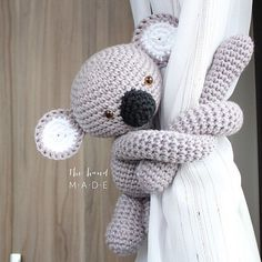 Koala tie back curtain Coala de segurar cortina . Made by Helena Reback Graichen for THM by thm.bydani