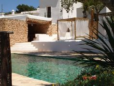 Casa con piscina #pool #architecture #white #stone #sun
