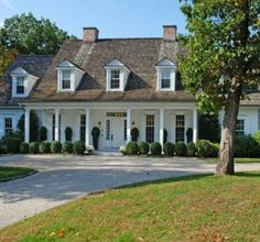 willow decor mls greenwich home listing - traditional - Exterior - New York - suzanne pignato Exterior Design, Home Interior Design, Exterior Colors, Colonial, Traditional Exterior, House Front, Front Porch, White Houses, Inspired Homes